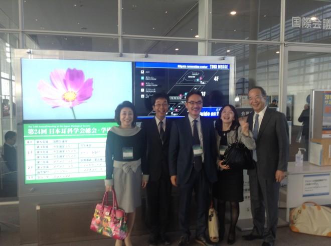 左から鈴鹿有子先生(金沢医大)、野々田、細田、大谷、岩野正先生(岩野耳鼻科サージセンター